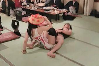 米どころ新潟でピンクコンパニオン宴会
